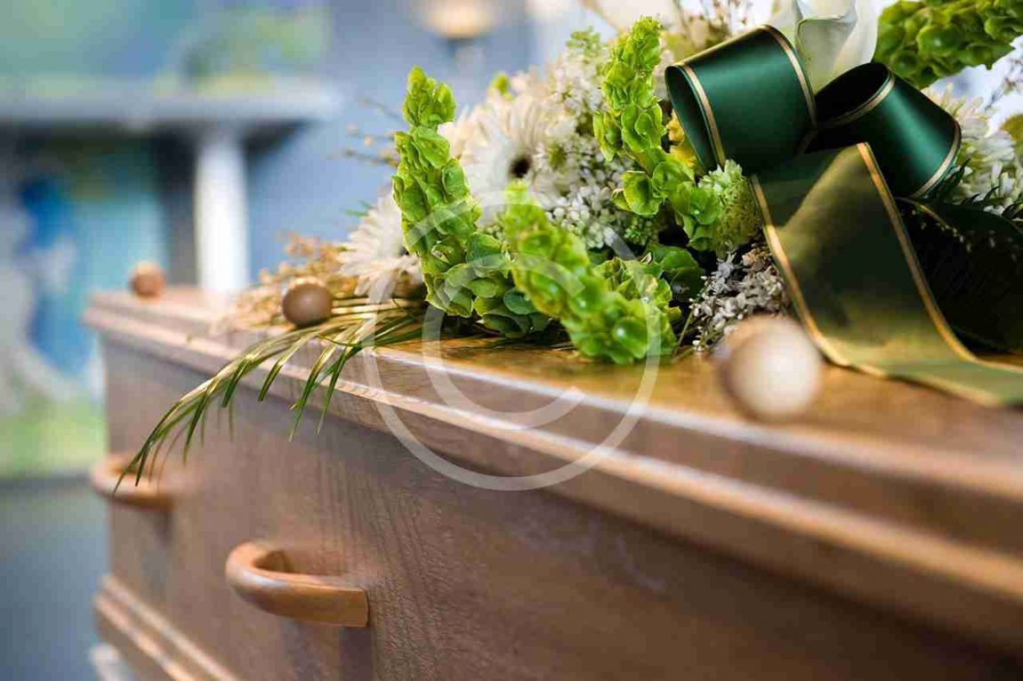 choose_the_right_casket_for_your_loved_one_when_planning_the_funeral.jpg